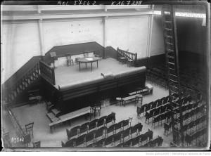 L'intérieur de la vaste salle du 33 de la rue Grange-aux-Belles. Source : BNF gallica.fr