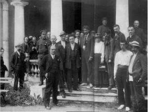 Des délégués du Deuxième Congrès de l'IC, juin-juillet 1921. Lénine est au premier plan.